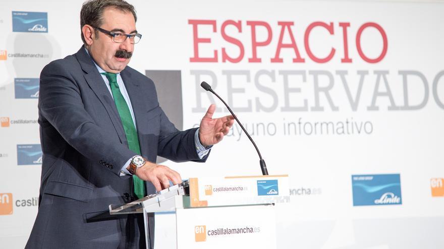 Jesús Fernández, consejero de Sanidad, en desayuno informativo