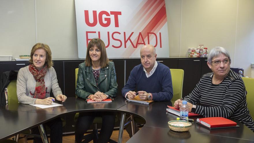 Sonia Pérez, con Idoia Mendia y líderes sindicales