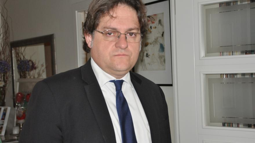 """Fernádez Seijo cree que la dación en pago que permitiría al Parlamento """"reconciliarse con la gente de la calle"""""""
