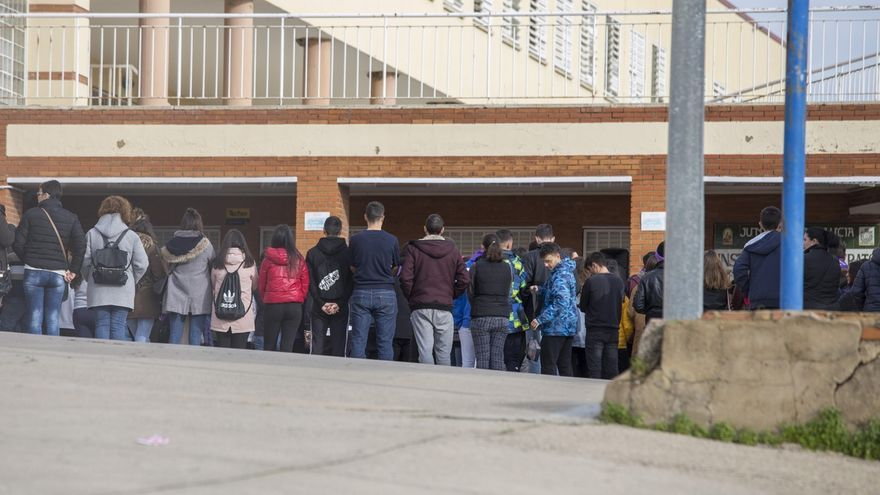 Concentraciones a las puertas de los ayuntamientos en repulsa por la muerte de Laura Luelmo