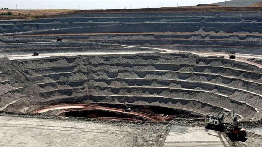Tres directivos aceptan un año de cárcel por contaminar el agua con una mina