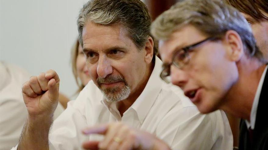 El embajador de EE.UU. propone más recursos para la misión de paz de la OEA en Colombia