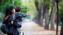 Madres quemadas: las consecuencias psicológicas de la pandemia se ceban con las mujeres con hijos