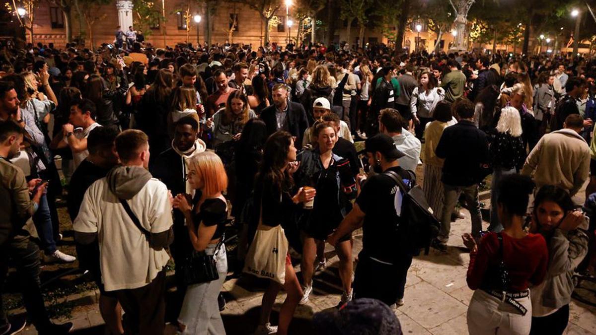 Aglomeración en Barcelona tras el fin del estado de alarma