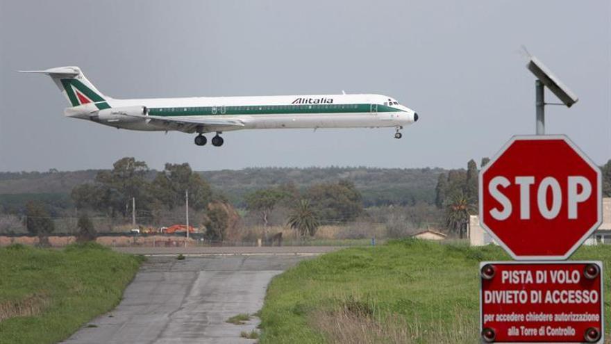 El M5S y la Liga se plantean salvar a Alitalia en su programa de Gobierno