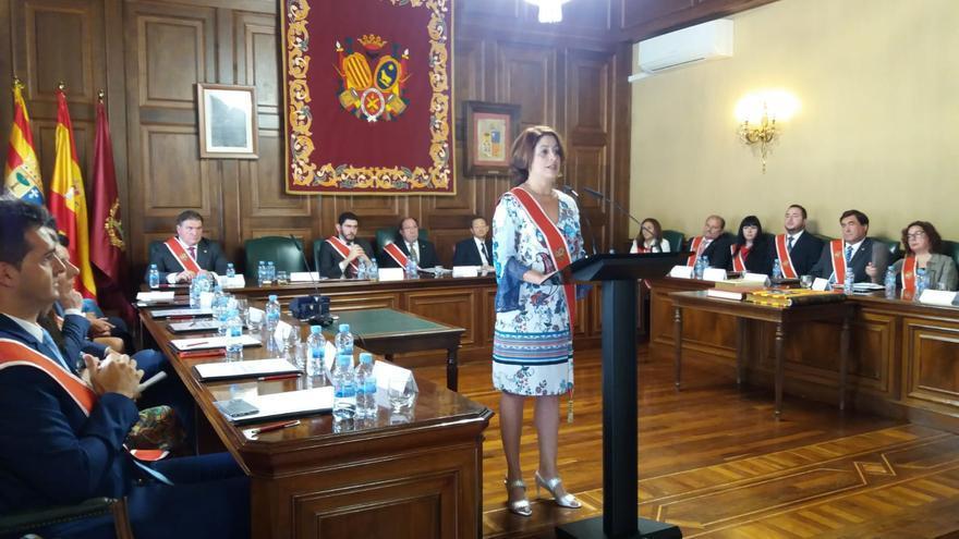 Emma Buj en su discurso de investidura tras ser reelegida alcaldesa de Teruel