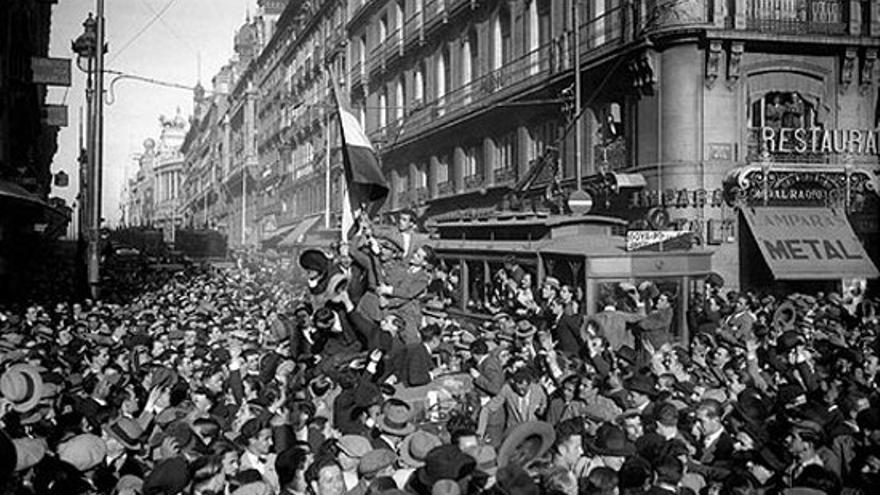 Puerta del Sol el 14 de abril de 1931   SÁNCHEZ PORTELA