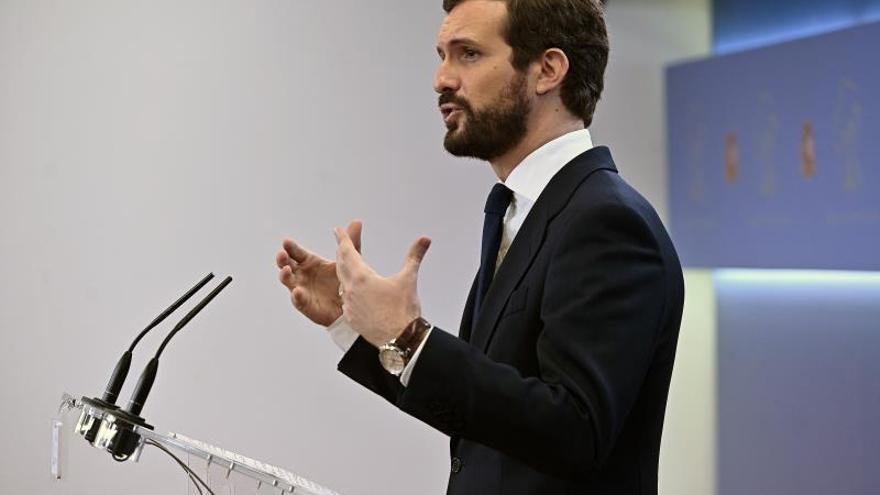 """Casado acusa a Sánchez de """"intentar comprar su investidura con delincuentes"""""""