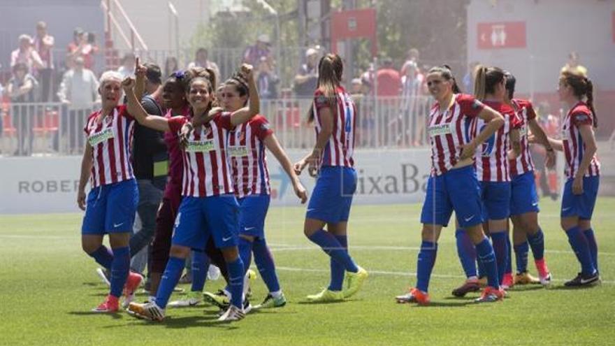 Las jugadoras del Atlético de Madrid celebran el triunfo como campeonas de la Liga Iberdrola de fútbol femenino.