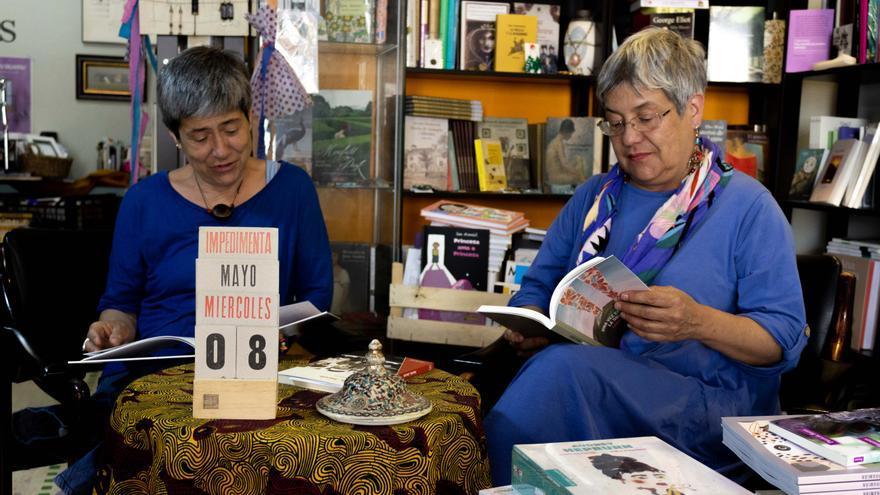 Las hermanas María José y Izaskun Legarza Negrín, en la Librería de Mujeres de Santa Cruz de Tenerife