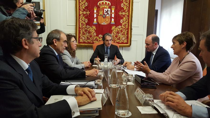 """Vitoria es la opción """"más favorable"""" para que el corredor navarro del TAV conecte con la Y vasca, según Fomento"""