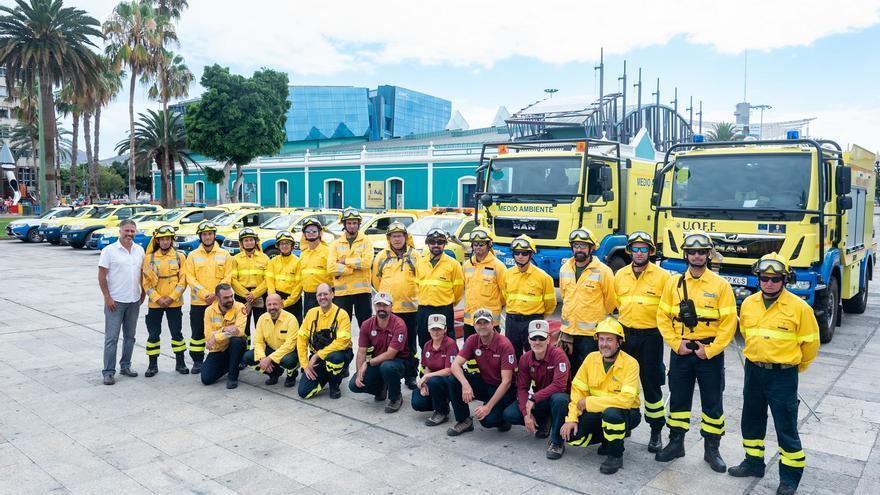 El consejero de Medio Ambiente, Miguel Ángel Rodríguez, junto al jefe de los equipos Presa, Federico Grilla, y el inspector de la Brigada de Investigación de Incendios Forestales, Juan Carlos Santana.
