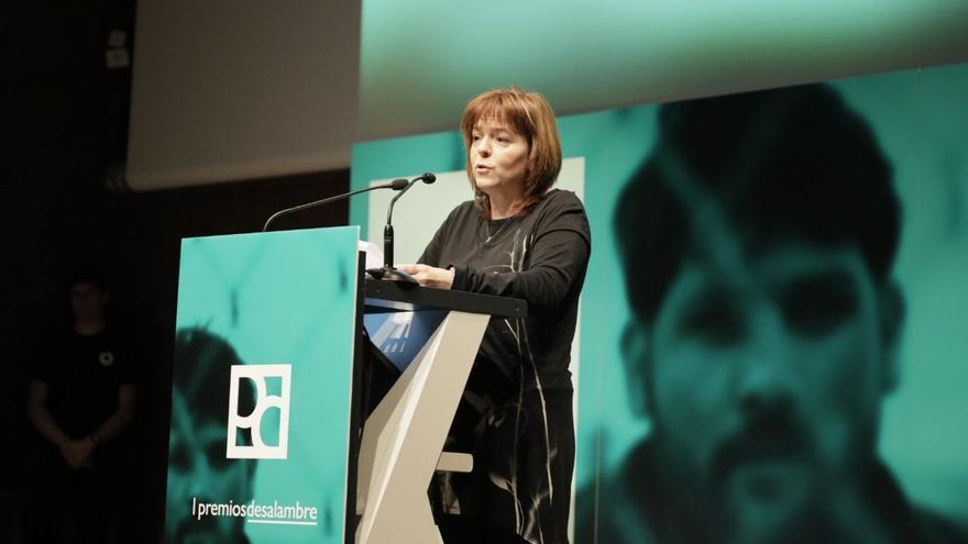 Mª Cruz Aguilar, redactora del Diario de Teruel, recoge el Premio Especial por la cobertura de la 'España Vaciada' en representación de los redactores y profesionales al frente de los reportajes