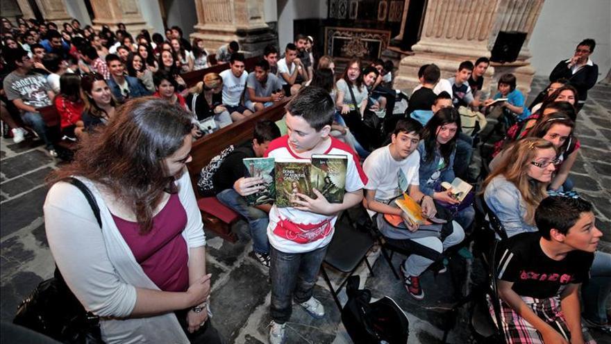 Laura Gallego cree que escribir para jóvenes ayuda a sociabilizar la lectura