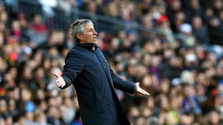 El entrenador del UD Las Palmas Enrique Setién, durante el partido de la decimoctava jornada de Liga en el Camp Nou de Barcelona. EFE/Toni Albir
