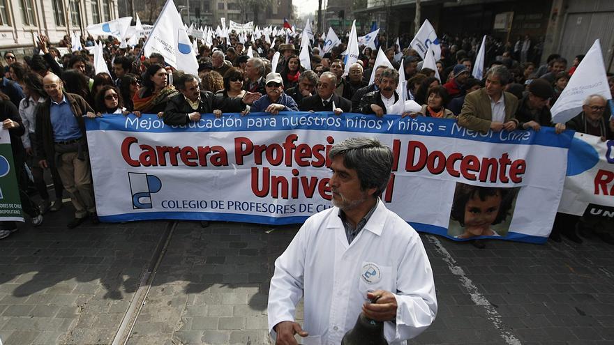 Estudiantes chilenos espolean pulso contra el Gobierno con masiva protesta