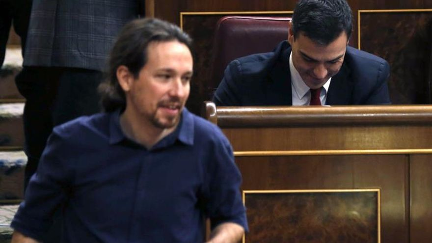 Sánchez apoya a Podemos para buscarle otro sitio en el hemiciclo