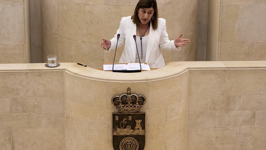 María José Sáenz de Buruaga durante el debate de investidura. | JOAQUÍN GÓMEZ SASTRE