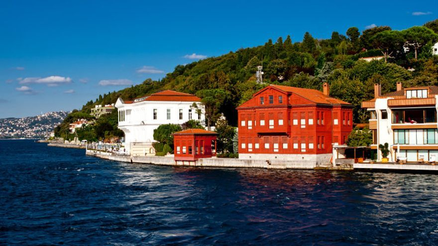 Yalis (residencias de verano) en las inmediaciones de Kalinka, uno de los pueblos más visitados del Estrecho del Bósforo.