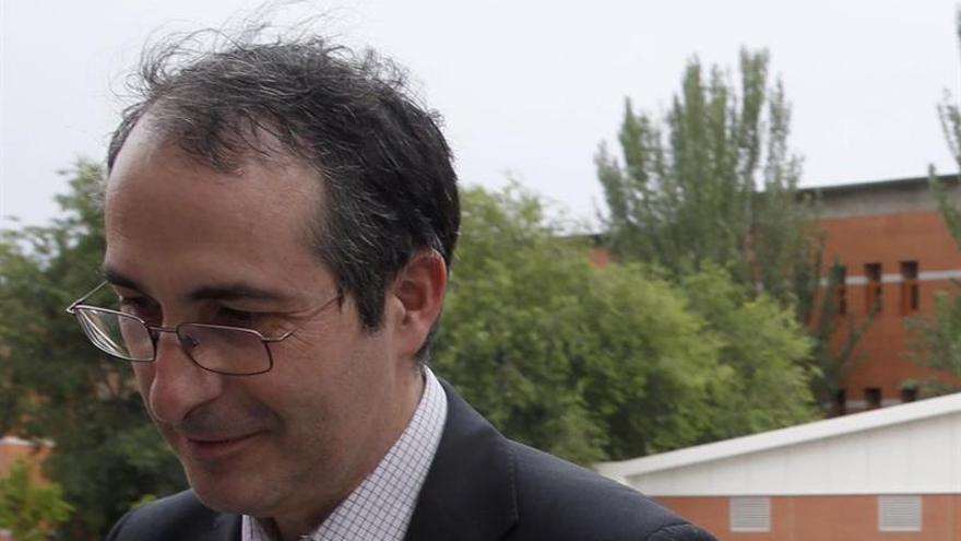 El rector de la Rey Juan Carlos, acusado de plagio, anuncia elecciones