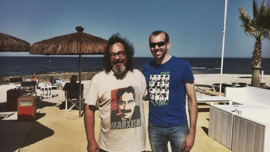El escritor Pote Huerta (izquierda) junto al director del documental, Luis Mancha
