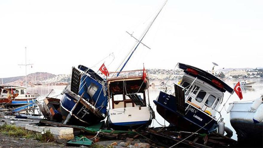 Varias embarcaciones en un puerto del Mar Egeo tras el terremoto de Kos