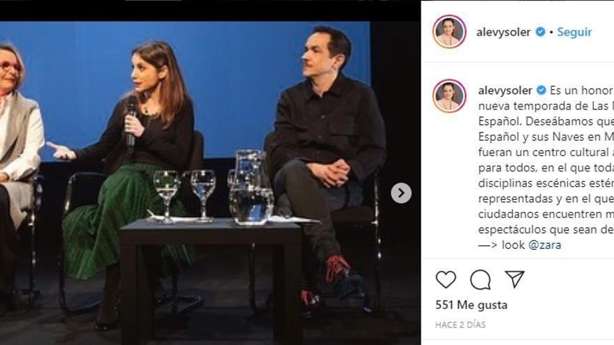 Mención de Andrea Levy a su look de Zara en Instagram, durante un acto oficial como concejala.