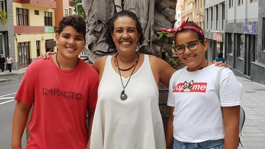 María Álvarez Duque con Yusef (i) y Glana.
