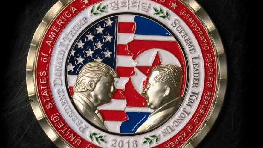 Moneda conmemorativa de la cumbre de Trump y Kim que no llegará a celebrarse.