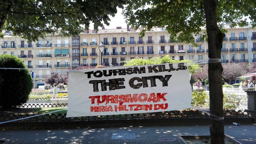 Pancarta reivindicativa en San Sebastián