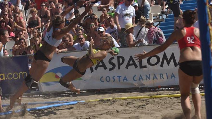 Partido en una edición de la Gran Canaria Handball Champions Cup