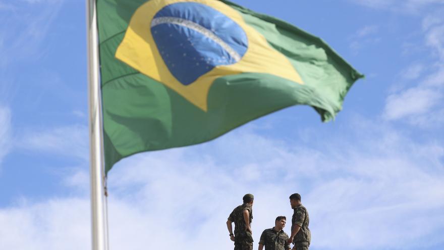 Bandera de Brasil ondeante