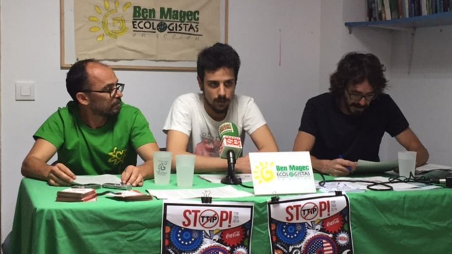 De izquierda a derecha; los ecologistas Luis Sánchez, Ramón Plaza y Pepe Guillén.