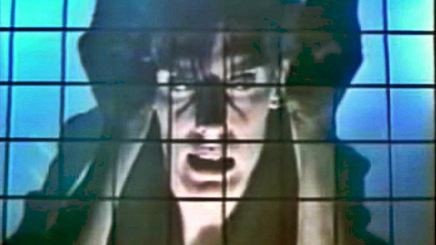 Una captura del videoclip de Bauhaus, 'Bela Lugosi is dead'