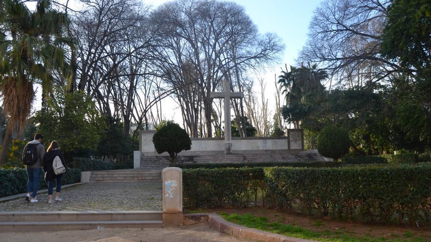 Imagen de la cruz de los caídos del parque Ribalta de Castellón.