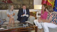 La alcaldesa de Toledo traslada a la ministra la necesidad de tomar medidas para restaurar la vida en el Tajo