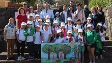 Foto con los estudiantes de tercero de Primaria del CEIP Hernández Díaz de Moya, en Gran Canaria