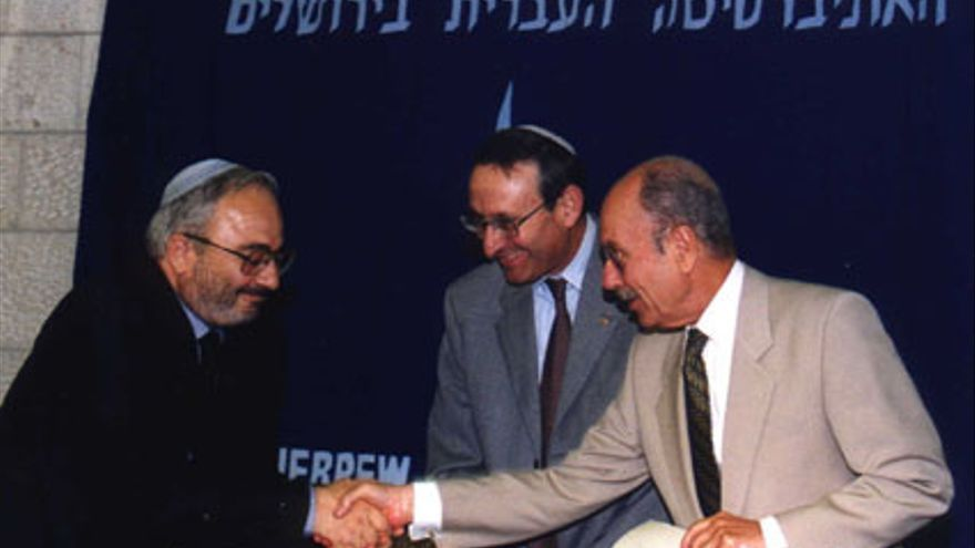 El profesor Robert Bonfil, a la izquierda. Foto: Kol haKehila