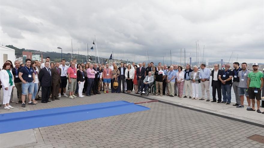 El consejero de Obras Públicas y Viviendas ha felicitado a los organizadores por el éxito de la convocatoria.