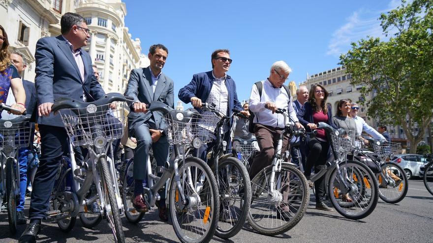 El alcalde de València, Joan Ribó, junto a Enric Morera, Giuseppe Grezzi y Mónica Oltra