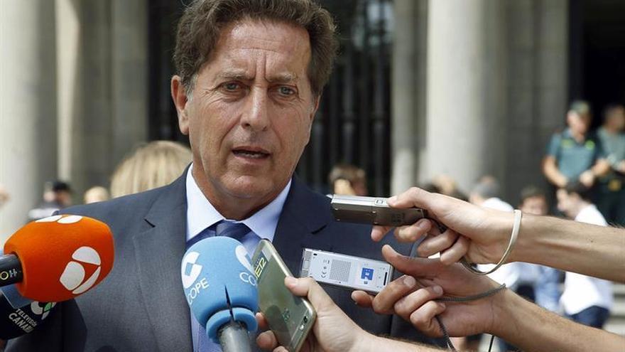 Luis Molina, declarando a los medios de comunicación cuando era subdelegado del Gobierno en Las Palmas