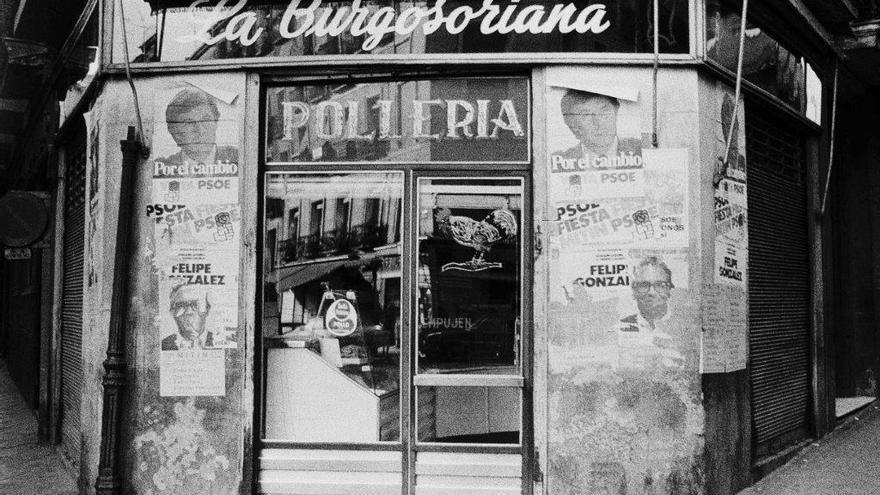 La pollería La Burgosoriana, situada en la esquina de la calle Amparo con Miguel Servet, en 1982