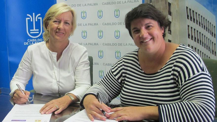 Tina Sonck, directora de CanariasViaja.com, y Ascensión Rodríguez,, consejera de Deportes del Cabildo de La Palma.