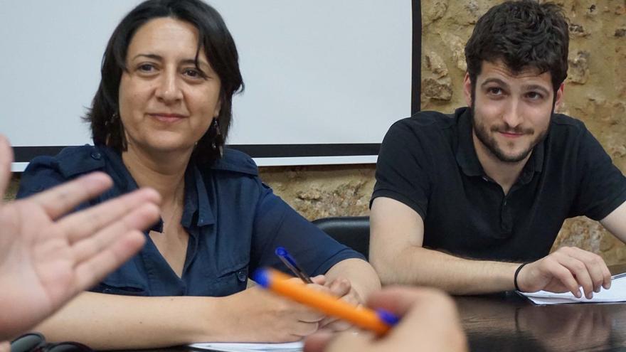 Rosa Pérez  junto a Antonio Estañ en una reunión