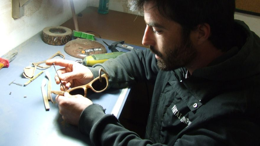 Los hermanos Jesús y David Pérez fabrican gafas con madera de botas de vino 2