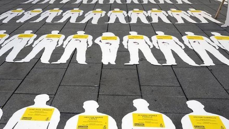Acción de Amnistía Internacional sobre desapariciones en Colombia en octubre de 2009, Barcelona © LLUIS GENE/AFP/Getty Images