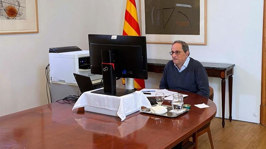 El presidente de la Generalitat, Quim Torra, durante una videoconferencia este domingo.