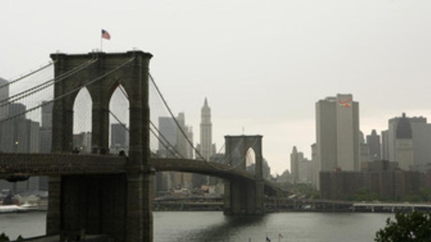 Vista de el puente de Brooklyn en la isla de Manhattan, Nueva York