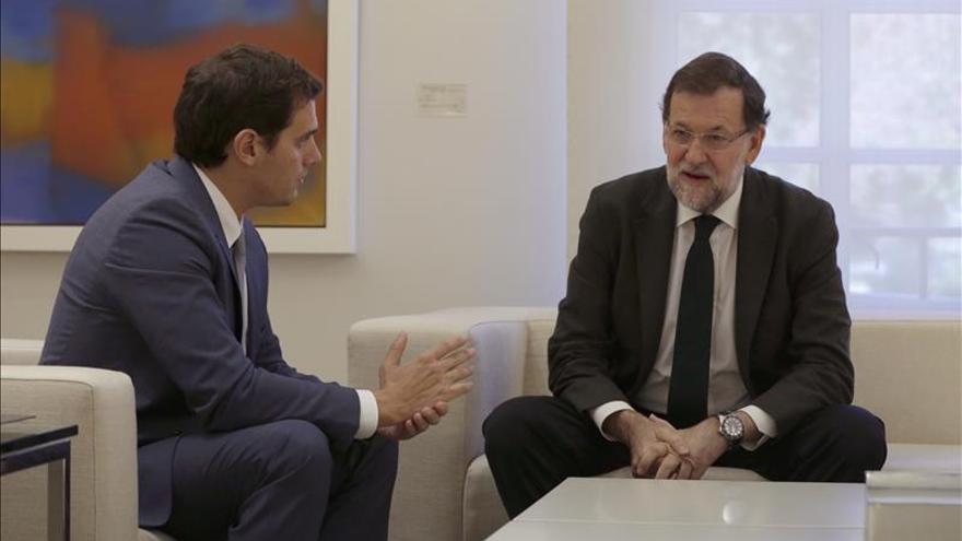 Rajoy inicia su reunión con Rivera para analizar el escenario tras el 20D