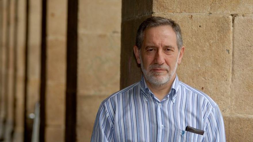 El traductor Josu Zabaleta, Premio Nacional de Traducción 2013. / Foto cedida por Euskaltzaindia
